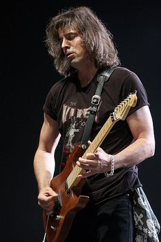 Warren 80s Music, Rock Music, Warren Demartini, Metal Horns, Best Guitarist, Band Pictures, Music Stuff, Hard Rock, Rock N Roll