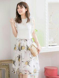Rika Izumi 泉里香 Japanese Fashion, Asian Fashion, Modest Fashion, Fashion Outfits, Womens Fashion, Japan Girl, City Style, How To Look Classy, Vogue