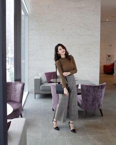 Amazing New Korean Fashion Tips 7830337520 New Korean Fashion Tips 7830337520 work korean fashion 8951 . Korean Casual Outfits, Casual Work Outfits, Professional Outfits, Office Outfits, Classy Outfits, Stylish Outfits, Korean Fashion Trends, Asian Fashion, Korean Fashion Work