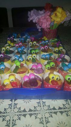 Cupcakes met winegum slang en vingeroogjes