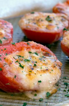 Grilled tomatoes with cheese can be prepared in 15 minutes. Cooked in just 5 minutes, they are a yummy addition to any barbecue.
