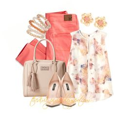 Floral print. Colored jeans. Summer outfits. Fashion for women over 40. Fashion bloggers.