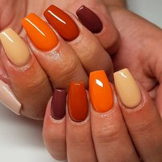 30 Cute Autumn Nail Designs You'll Want To Try Easy Nails With Fall Colors ★ Simple ideas with different colors, sparkle, and glitter involved to add that fresh seasonal style to your look. Simple Fall Nails, Fall Gel Nails, Cute Nails For Fall, Simple Acrylic Nails, Fall Acrylic Nails, Nail Ideas For Fall, Cute Easy Nails, Thanksgiving Nails, Dipped Nails