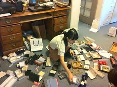 Jack the junk: Marie Kondo has become a household name in Japan for her KonMari method of de-cluttering and tidying. Her book is now available in English. Organisation Hacks, Life Organization, Konmari Method, Come Undone, Tidy Up, Spring Cleaning, Getting Organized, Homemaking, Clean House