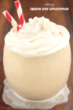 Skinny Apple Pie Smoothie -- SO good! It tastes just like the pie & is only 73 calories! I'm going to add to by making my own applesauce and using almond milk! Yummy Smoothies, Smoothie Drinks, Breakfast Smoothies, Yummy Drinks, Yummy Food, Paleo Breakfast, Healthy Treats, Healthy Baking, Healthy Desserts