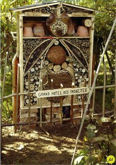 insect The Beginners Guide on How to Attract Mason Bees - BeeKeepClub insektenhotel How to Build a Garden Bug Hotel Garden Bugs, Garden Art, Herbs Garden, Pink Garden, Shade Garden, Bug Hotel, Mason Bees, Bee Keeping, Garden Planning