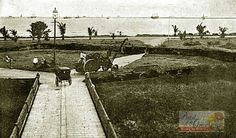 A portion of the Luneta, facing the Manila Bay. Old Photos, Vintage Photos, Filipiniana, She Was Beautiful, Manila, Philippines, Past, Spanish, Places To Visit