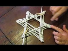 in this short video we create together a beautiful star with paper straws . Recycled Paper Crafts, Newspaper Crafts, Homemade Christmas Decorations, Christmas Crafts, Xmas, Diy Crafts For Adults, Diy And Crafts, Magazine Crafts, Paper Weaving