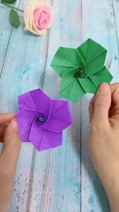 DIY Flower Whirling Gyro DIY Flower Whirling Gyro Susan Teicher SUSA 79 paper CRAFT Use color paper to make flower spin gyro It is very funny nbsp hellip Paper Crafts Origami, Easy Paper Crafts, Diy Origami, Diy Home Crafts, Diy Arts And Crafts, Crafts To Do, Creative Crafts, Diy Paper, Paper Crafting