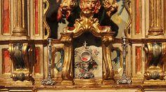 Detalhe de oratório bala erudito exposto do Museu do Oratório, em Ouro Preto.
