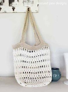 Crochet Bags Market tote crochet pattern Rescued Paw Design - This free crochet tote bag pattern is fun to make and makes a great accessory for the beach! No sand filled bags! This market tote is also good for a trip to a farmers market Bag Crochet, Crochet Market Bag, Crochet Shell Stitch, Crochet Handbags, Crochet Purses, Free Crochet, Crochet Cotton Yarn, Cotton Crochet Patterns, Crotchet