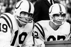Johnny Unitas and Raymond Berry, Baltimore Colts Nfl Colts, Nfl Football, Football Helmets, Baseball Classic, Vintage Football, Baltimore Colts, Indianapolis Colts, Johnny Unitas, Nfl Hall Of Fame