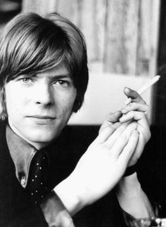 David Bowie looks like Joii. Haha. That rhymes.