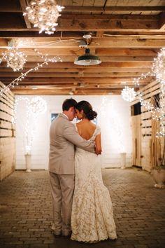 Spring Barn Wedding in Chapel Hill – Style Me Pretty