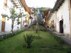 """Calle de subida al Cerro """"Santa Apolonia"""", Tutelar de Cajamarca."""
