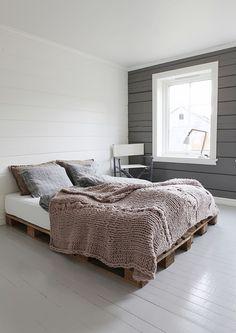 Norske interiørblogger - knitted bedspread                                                                                                                                                                                 More
