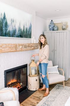 She Shed Office Space - Lauren McBride Cottage Dining Rooms, Farmhouse Dining Chairs, Living Rooms, Painting Kitchen Cabinets, Kitchen Paint, Kitchen Decor, Joanna Gaines, Framed Tv, Plank Walls
