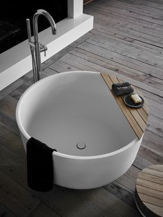 Modern Bathroom Design Ideas with Clean Lines and Warm Colors - Small Bathtub, Bathtub Drain, Small Bathroom, Master Bathroom, Bathroom Ideas, Bathroom Closet, Bathroom Layout, Bad Inspiration, Bathroom Inspiration