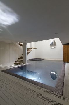The swimming pool is beautiful using modern and contemporary designs. The house will be cooler and quieter if you have a swimming pool. The design of the pool can be large or small. The size of a swimming pool adjusts to the location and budget. Indoor Pools, Swimming Pool Decorations, Swimming Pool Designs, Pool Bad, Basement Pool, Casa Clean, Dream Pools, Beautiful Pools, Pool Houses