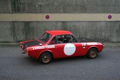 Deze originele Lancia Fulvia 1.6 HF Fanalone was een Groep 4 rally auto van het fabrieksteam en wordt nu te koop aangeboden door veilinghuis Artcurial.