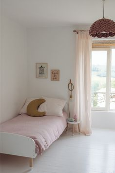 A graceful and calm girls' room - by Kids Interiors