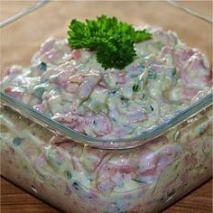 Domáci vlašský šalát. Keď ho vyskúšate, ten zo supermarketu si už nikdy nekúpite! Slovak Recipes, Czech Recipes, Ethnic Recipes, No Salt Recipes, Cooking Recipes, Yummy Treats, Potato Salad, Salad Recipes, Healthy Snacks