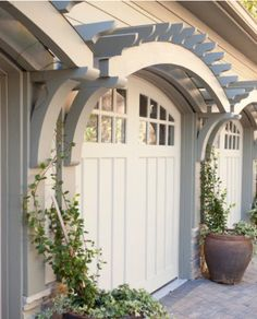 It's all about the chunky architectural details on this handsome garage.