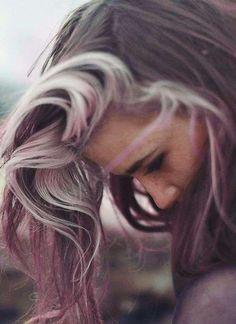 Colore capelli grigi - Capelli grigi con sfumature rosa