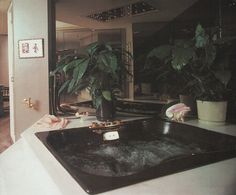 Now you know I love a bath pic, but this is the first black one I've seen. 80s Interior Design, Mid Century Interior Design, Mid-century Interior, Interior Architecture, Interior And Exterior, Art Deco, Vintage Interiors, Retro Home Decor, House Rooms