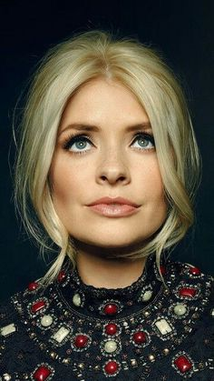 36 Ideas For Photography Women Hair Portraits Holly Willoughby Hair, Wedge Haircut, Wedding Guest Hairstyles, Photography Women, Hair Photography, Photography Portraits, Up Hairstyles, Hairstyle Ideas, Hair Dos
