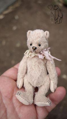 HONEY BUNS, MINIATURE VISCOSE ARTIST TEDDY BEAR FROM AERLINN BEARS