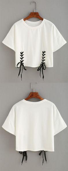 Double Lace-Up Hem Crop T-shirt - Fashionable T Shirt - Ideas of Fashionable T Shirt - DIY Double Lace-Up Hem Crop T-shirt //Pinned on Benita The Diva Diy Kleidung, Diy Vetement, Diy Mode, T Shirt Diy, Shirt Men, Diy Lace Up Shirt, T Shirt Crop Top, T Shirt Refashion, Diy Shirts No Sew
