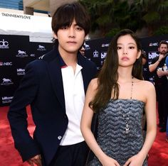 Taehyung Gucci, Bts Taehyung, Bts Blackpink, Kpop Couples, Jennie Kim Blackpink, Blackpink And Bts, Ulzzang Couple, Worldwide Handsome, Sooyoung