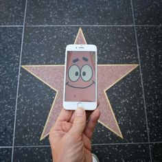 All spongebob characters should have a star in real life Spongebob Memes, Spongebob Squarepants, Tumblr Quality, Pineapple Under The Sea, Fiction, Smartphone, Pink Images, Montage Photo, Patrick Star