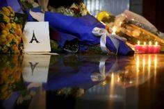 Homenagens pelo mundo às vítimas dos atentados em Paris, na França - Fotos - UOL Notícias