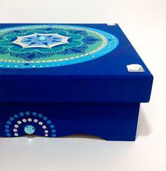 Mandala pintada em porta-joias de mdf. Feito por encomenda.