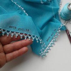Hayırlı vakitler 😇🌹 erişim engelim var destek için yorum da bulunursanız memnun olurum 😔😔🌹@rte.gul.38  Resim orijinaldir hiç bir programla… Border Embroidery, Embroidery Needles, Embroidery Designs, Crochet Home, Bead Crochet, Crochet Designs, Crochet Patterns, Crochet Freetress, Saree Kuchu Designs