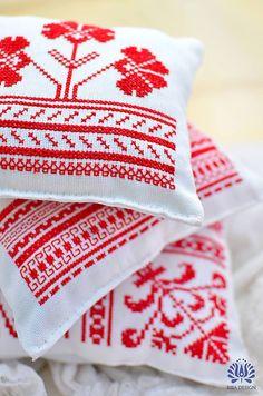 Úžitkový textil - Folk vankúšiky - by Biba Design na SAShE. Cross Stitch, Presents, Felt, Embroidery, Blanket, Sewing, Crochet, Crafts, Style