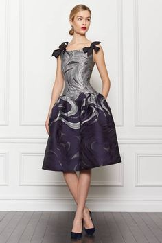 Carolina Herrera ~ The classic cut of this dress with the modern look of the print makes it an instant hit. Waves Jacquard Party Dress by Carolina Herrera for Preorder on Moda Operandi Beautiful Gowns, Beautiful Outfits, Gorgeous Dress, Vestidos Carolina Herrera, Fashion Vestidos, Fashion Show, Fashion Design, High Fashion, Runway Fashion