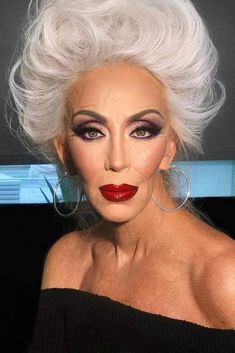 7 Tips On Makeup For Older Women With Inspirational Ideas - Keep Focus On Your Eye Makeup ★ If you're looking for the best ideas on makeu - 90s Makeup Look, Glam Makeup, Beauty Makeup, Makeup Style, Contour Makeup, Eye Makeup Tips, Makeup Trends, Make Up Looks, Makeup For Over 60