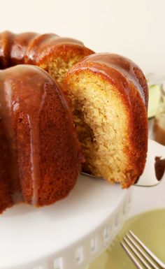 Banana Rum Cake with Brown Sugar Glaze Supremely moist and intensely flavored with rum and bananas, make this for your next get together! Brown Sugar Cookies, Brown Sugar Glaze, Glaze For Cake, Rum Cake Glaze Recipe, Pound Cake Recipes, Pound Cakes, Banana Recipes, Salty Cake, Chocolate Pies