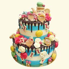 Alice in Wonderland Wedding Cake by Anges de Sucre #weddingcake