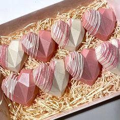 Chocolate Covered Treats, Chocolate Bomb, Chocolate Hearts, Chocolate Gifts, Chocolate Molds, Chocolate Dipped, Geometric Cake, Geometric Heart, Strawberry Cake Pops