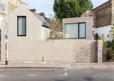 The beautiful 'Herringbone House' by London based Atelier ChanChan in Islington, London. Photographs by Mike Tsang. Words from the architect: The house aims to relate to its context by taking the s. Modern Brick House, Architecture Résidentielle, Brick Facade, Brick Wall, Brick Patterns, Brick And Stone, Brickwork, Interior And Exterior, Interior Design