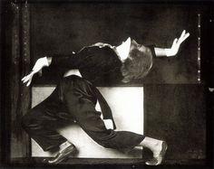 Anton Josef Trcka - Hilde Holger (?) in Tanzpose mit weißen Handschuhen, 1926