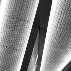 渋谷ヒカリエのエスカレーター天井 凹凸の作りだす、 光と影のコントラストが美しい Cloisonne pattern at Shibuya Hikarie Share → Tweet