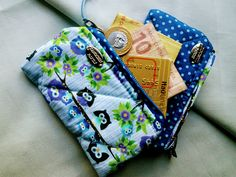 Carteirinhas muito fofas. Você encontra no : www.elo7.com.br/26747