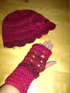 Chunky marble wrist warmers and hat