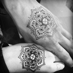 Henna pattern inspired: Hindu symbol for happiness Hindu Symbols, Buddhist Symbols, Henna Designs, Tattoo Designs, Tattoo Ideas, Yoga Tattoos, Tatoos, Hindu Tattoos, Get A Tattoo