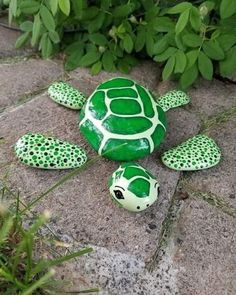 Rock Painting Patterns, Rock Painting Ideas Easy, Rock Painting Designs, Pebble Painting, Pebble Art, Stone Painting, Garden Painting, Stone Crafts, Rock Crafts